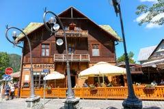 Costruzione di legno e ristorante all'aperto in Zakopane Fotografia Stock Libera da Diritti