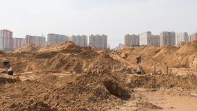 Costruzione di nuova strada alle nuove costruzioni Fotografia Stock Libera da Diritti