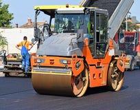 Costruzione di nuova strada nella città Immagine Stock