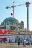 Costruzione di nuovo quadrato del onTaksim della moschea Fotografia Stock