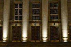 Costruzione di opera a Poznan alla notte durante l'inverno fotografia stock