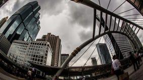 Costruzione di paesaggio urbano con la gente, lasso di tempo archivi video