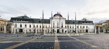 Costruzione di residenza di presidente della Slovacchia a Bratislava fotografia stock libera da diritti