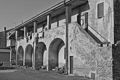Costruzione di sbriciolatura antica Fotografia Stock