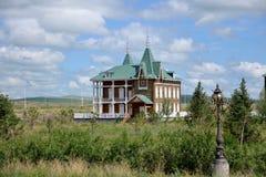 Costruzione di stile russo di Manzhouli Matryoshka piccola accanto al quadrato Fotografie Stock