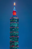 Costruzione di Taipei 101 alla penombra Fotografie Stock