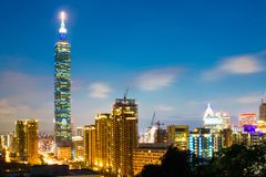 Costruzione di Taipei 101 e città di Taipei durante il tramonto a Taiwan Fotografia Stock Libera da Diritti