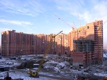 Costruzione di un complesso residenziale moderno su grande scala a Novosibirsk fotografia stock libera da diritti