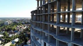 Costruzione di un edificio dell'appartamento Colpi dall'aria stock footage