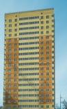 Costruzione di un edificio multipiano residenziale in una nuova zona residenziale Fotografia Stock