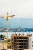 Costruzione di un edificio a più piani in Budua, Montenegro Buil Immagini Stock Libere da Diritti