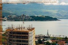 Costruzione di un edificio a più piani in Budua, Montenegro Buil Fotografia Stock Libera da Diritti