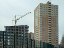 Costruzione di un edificio residenziale di palazzo multipiano moderno Fotografie Stock