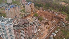 Costruzione di un grattacielo residenziale Fucilazione aerea dal fuco archivi video