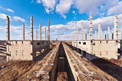 Costruzione di un industriale nella degradazione fotografia stock