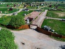 Costruzione di un villaggio nella regione di Leningrado, Russia, foto del cottage dall'altezza Immagini Stock Libere da Diritti