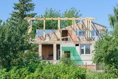 Costruzione di una casa privata in alberi Fotografia Stock Libera da Diritti