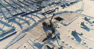 Costruzione di una fabbrica o di una pianta moderna, zona industriale nell'inverno, vista panoramica dall'aria Pianta moderna sul stock footage
