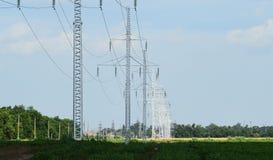 Costruzione di una linea elettrica ad alta tensione Immagine Stock Libera da Diritti