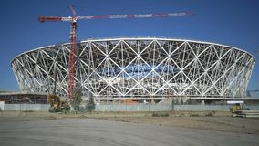 Costruzione di una struttura di nuovo stadio nella città di Volgograd alla coppa del Mondo della FIFA stock footage