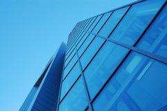 Costruzione di vetro blu Fotografie Stock Libere da Diritti