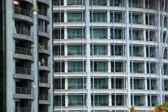 Costruzione di vetro con il balcone Fotografia Stock