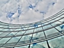 Costruzione di vetro Curvy Immagini Stock Libere da Diritti