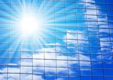 Costruzione di vetro del Highrise con il cielo Fotografie Stock Libere da Diritti