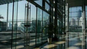 Costruzione di vetro di affari del centro commerciale di lusso stock footage