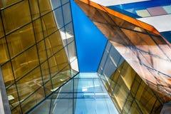 Costruzione di vetro moderna nell'estratto fotografie stock
