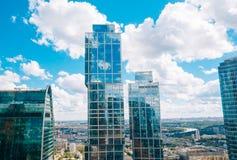 Costruzione di vetro nella Mosca-città complessa La Russia Fotografia Stock