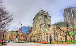 Costruzione di vita di The Sun, un monumento storico a Montreal, Canada fotografie stock libere da diritti