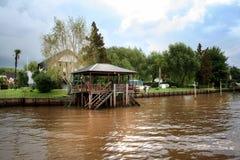 Costruzione di Wooned sul fiume Città di Tigre (Buenos Aires) Fotografie Stock Libere da Diritti