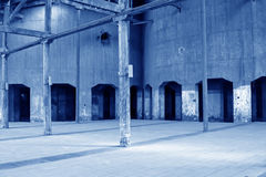 Costruzione dilapidata in una fabbrica Fotografia Stock