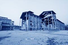 Costruzione dilapidata in una fabbrica Immagini Stock Libere da Diritti