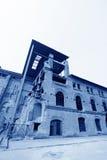 Costruzione dilapidata in una fabbrica Immagine Stock Libera da Diritti