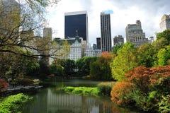 Costruzione e Central Park Fotografia Stock Libera da Diritti