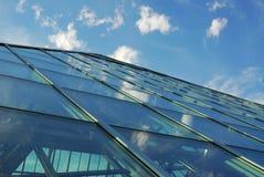 costruzione e cielo immagine stock