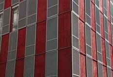 Costruzione e finestre rosse Immagini Stock