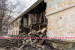 Costruzione e mucchio distrutti di detriti Immagine Stock Libera da Diritti