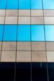 Costruzione e nuvola di vetro Fotografie Stock Libere da Diritti