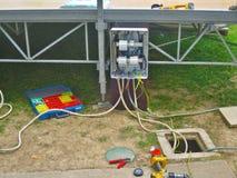 Costruzione elettrica dell'installazione di una linea elettrica Fotografie Stock