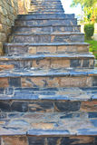 Costruzione esteriore moderna con il muro di mattoni di pietra sorto Immagini Stock