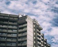 Costruzione fatta nello stile alta tecnologia di architettura del brutalist Fotografia Stock Libera da Diritti