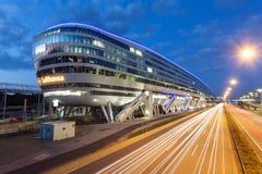 Costruzione futuristica all'aeroporto di Francoforte Immagini Stock Libere da Diritti