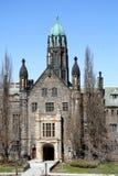 Costruzione gotica dell'istituto universitario di stile Fotografia Stock Libera da Diritti