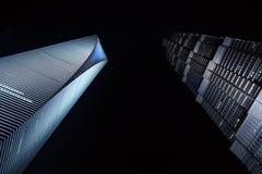 Costruzione - grattacieli moderni alla notte Immagine Stock Libera da Diritti
