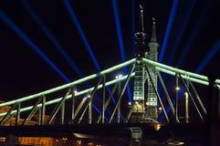 Costruzione illuminata alla notte Fotografie Stock Libere da Diritti