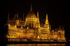 Costruzione illuminata Budapest del Parlamento alla notte Immagine Stock Libera da Diritti