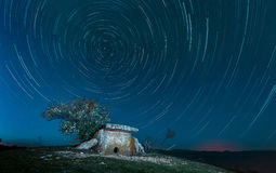 Costruzione megalitica antica - un dolmen di pietra sul supporto Nekis, Gelendzhik, Caucaso del nord, Russia Fotografia Stock Libera da Diritti